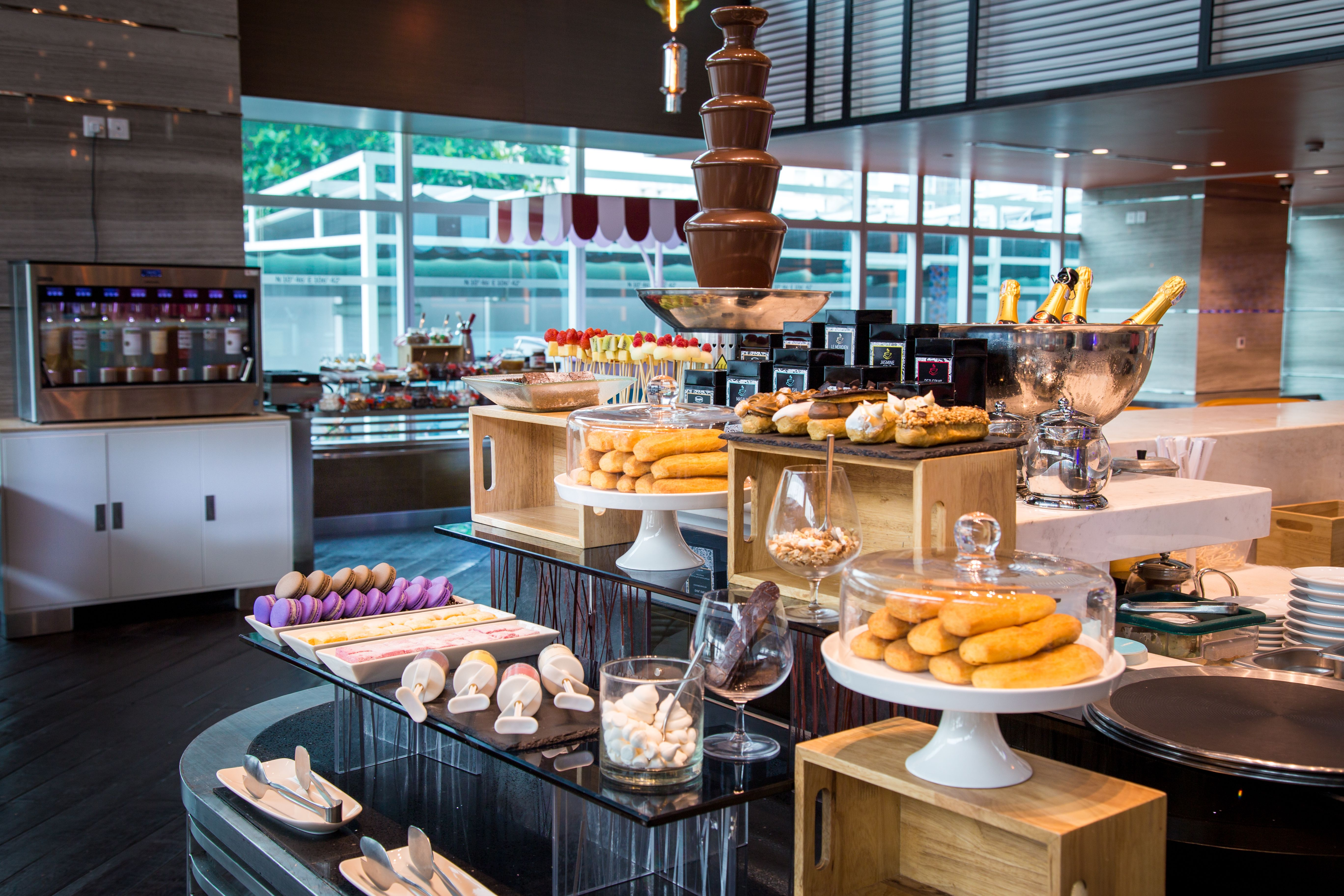 Sunday Discovery, Brunch Around at Latitude 10, Le Meridien Saigon, Nha Hang Buffet